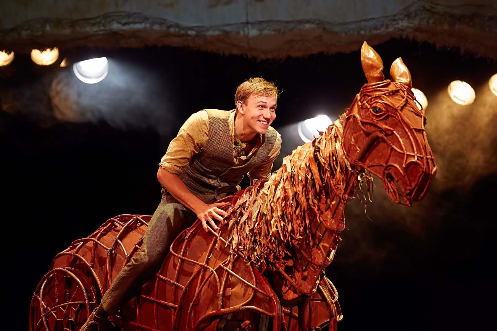 Warhorse-Stichting-Theateralliantie-Amsterdam-2014-Brinkhoff-Moegenburg-21