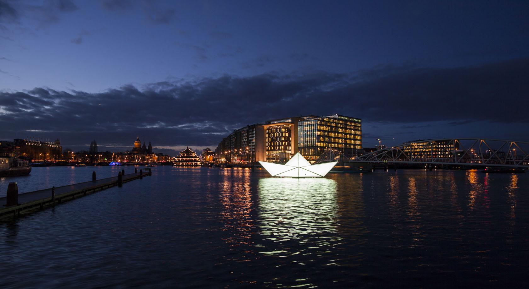 Intrepid-The-Paper-Boat-Katja-Galyuk-Copyright-Janus-van-den-Eijnden-detail-foto